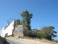 sulla strada che porta alla spiaggia di levante, La Conchiglia ormai in disuso da diversi anni - 5 ottobre 2008   - Balestrate (2228 clic)