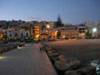 scende la sera, si accendono le luci - 5 ottobre 2008   - Marinella di selinunte (591 clic)