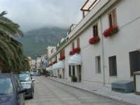 piazza Petrolo - Hotel Al Madarig - 7 maggio 2006  - Castellammare del golfo (856 clic)