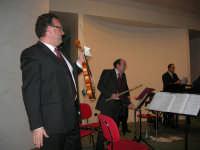 presso il Centro Congressi Marconi, il Concerto del Quintetto Caravaglios (maestri: Massimiliano Ramo al violino, Michele Lentini al flauto ed Arcangelo Gruppuso al pianoforte) (29) - 28 dicembre 2007   - Alcamo (990 clic)