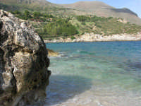 tra Scopello e la Riserva Naturale dello Zingaro: Cala Mazzo di Sciacca - 29 ottobre 2006  - Castellammare del golfo (759 clic)