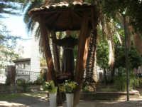 statua di Padre Pio nel giardino pubblico - 5 ottobre 2007   - Montelepre (3828 clic)