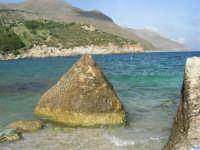 tra Scopello e la Riserva Naturale dello Zingaro: Cala Mazzo di Sciacca - 29 ottobre 2006  - Castellammare del golfo (967 clic)