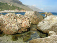 tra Scopello e la Riserva Naturale dello Zingaro: Cala Mazzo di Sciacca - 29 ottobre 2006  - Castellammare del golfo (676 clic)