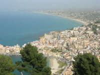 panorama del porto, della città e del golfo di Castellammare dall'Hotel Belvedere - 20 aprile 2008  - Castellammare del golfo (735 clic)