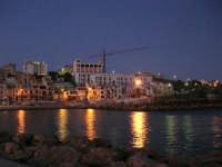 scende la sera, si accendono le luci - 5 ottobre 2008   - Marinella di selinunte (938 clic)