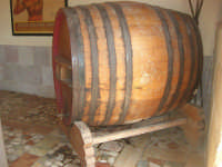 C/da Digerbato - Tenuta Volpara - botte da vino - 27 aprile 2008   - Marsala (2300 clic)