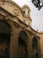 La Cattedrale, con facciata barocca e portico - 2 ottobre 2005   - Trapani (1272 clic)