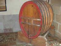 C/da Digerbato - Tenuta Volpara - botte da vino - 27 aprile 2008   - Marsala (1745 clic)