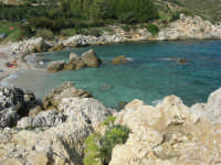 tra Scopello e la Riserva Naturale dello Zingaro: Cala Mazzo di Sciacca - 29 ottobre 2006  - Castellammare del golfo (836 clic)