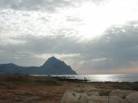 Golfo del Cofano - scogliera e mare: scende la sera - 23 agosto 2008  - San vito lo capo (474 clic)