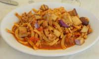casarecce siciliane (pomodoro - melanzane - mandorle - olive - salsiccia - basilico) - Ristorante La Caravella in c/da Magazzinazzi - 6 luglio 2008  - Alcamo marina (2315 clic)