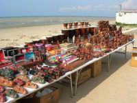 contrada Spiaggia Plaja - bancarelle - 7 maggio 2006   - Castellammare del golfo (1211 clic)