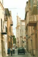 Via Trinità e Chiesa della SS. Trinità - 19 agosto 2001  - Alcamo (1700 clic)