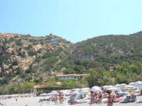Villaggio Turistico Capo Calavà: dalla spiaggia seguiamo il volo di un parapendio - 23 luglio 2006   - Gioiosa marea (1288 clic)