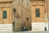 Porta Palermo - L'Aquila, stemma di Alcamo, all'inizio del Corso VI Aprile - 19 agosto 2001  - Alcamo (4315 clic)