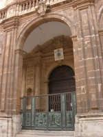 La Cattedrale, con facciata barocca e portico - 2 ottobre 2005   - Trapani (1243 clic)