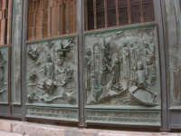La Cattedrale: particolare del cancello d'ingresso - 2 ottobre 2005   - Trapani (1375 clic)