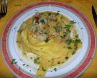 Pappardelle orto mare (ragù di cernia - gamberetti e verdure saltate in padella) - Ristorante La Campana - 12 agosto 2008  - Castellammare del golfo (1642 clic)