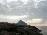 Golfo del Cofano - scogliera e mare: scende la sera - 23 agosto 2008  - San vito lo capo (445 clic)