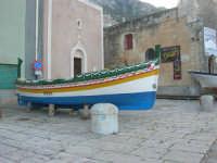 barca dinanzi la Chiesa dell'Annunziata - 6 dicembre 2008  - Castellammare del golfo (623 clic)