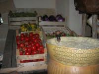 C/da Digerbato - Tenuta Volpara - Ristorante: formaggio ed angolo ortaggi - 27 aprile 2008  - Marsala (2514 clic)