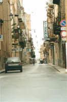 Corso VI Aprile - Lu cassaru strittu - 19 agosto 2001  - Alcamo (1828 clic)