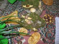 Cene di San Giuseppe - Altare di pani - esposizione di lavori artigianali effettuata dalla popolazione femminile della Casa Circondariale di Trapani - 15 marzo 2009   - Salemi (2891 clic)
