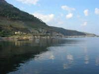 al porto: riflessi - 3 dicembre 2006  - Castellammare del golfo (713 clic)