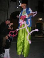 Cous Cous Fest 2007 - Artista di strada: trampoli e palloncini per la gioia dei bambini - 28 settembre 2007   - San vito lo capo (716 clic)