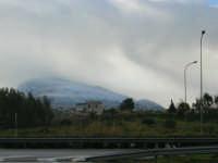 Autostrada A29 Palermo-Mazara - area parcheggio Costa Gaia - Monte Bonifato innevato - 14 febbraio 2009  - Alcamo (2832 clic)