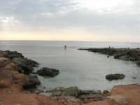 Golfo del Cofano - scogliera e mare: scende la sera - 23 agosto 2008  - San vito lo capo (443 clic)