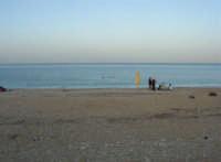 Baia di Guidaloca: al pomeriggio c'è ancora qualcuno che fa il bagno - 2 novembre 2008   - Castellammare del golfo (551 clic)
