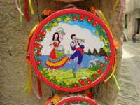 esposizione di tamburelli siciliani  - 25 aprile 2006  - Erice (3473 clic)