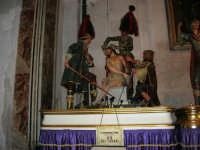 10 - LA CORONAZIONE DI SPINE (ceto dei fornai) - Chiesa del Purgatorio sede dei gruppi dei Misteri. I gruppi narrano la passione e morte di Cristo ed escono in processione annualmente, in ordine cronologico, secondo la Via Crucis, dal primo pomeriggio del Venerdì Santo fino alla tarda mattinata del sabato - 2 ottobre 2005  - Trapani (2381 clic)