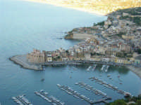 Dal Belvedere il Castello ed il porto - 4.7.2005  - Castellammare del golfo (1247 clic)