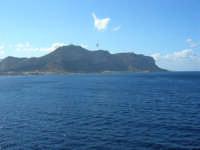 a bordo della GNV LA SUPERBA: la costa palermitana ed il Monte Pellegrino - 27 agosto 2006  - Palermo (1878 clic)