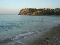 Baia di Guidaloca: al pomeriggio c'é ancora qualcuno che fa il bagno - 2 novembre 2008   - Castellammare del golfo (504 clic)