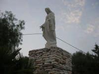 Chiesa Maria SS. delle Grazie: per tetto il cielo, per pareti il verde ed il mare - 2 giugno 2008    - Scopello (1049 clic)
