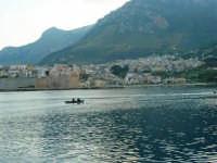 dal molo: uno sguardo sul paese - 3 dicembre 2006   - Castellammare del golfo (718 clic)