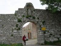 Mura Elimo Puniche dette ciclopiche - Porta Carmine  - sec. VIII-VI a.c. - 25 aprile 2006  - Erice (3617 clic)
