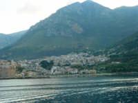 dal molo: uno sguardo sul paese - 3 dicembre 2006   - Castellammare del golfo (726 clic)