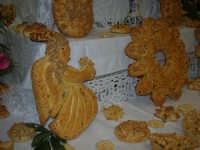 Cene di San Giuseppe - Altare di pani - esposizione di lavori artigianali effettuata dalla popolazione femminile della Casa Circondariale di Trapani - 15 marzo 2009   - Salemi (4532 clic)