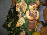 Cene di San Giuseppe - Altare di pani - esposizione di lavori artigianali effettuata dalla popolazione femminile della Casa Circondariale di Trapani - 15 marzo 2009   - Salemi (2219 clic)