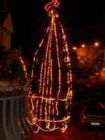 l'albero di Natale addobbato da Giacomo Pecoraro - 7 dicembre 2009  - Alcamo (2773 clic)
