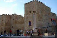colonna della Chiesa Madre e Castello arabo normanno - 11 ottobre 2007  - Salemi (2206 clic)