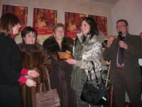 1ª Edizione Concorso Fotografico PRESEPE VIVENTE BALATA DI BAIDA - esposizione e premiazione presso il Centro Polivalente a cura dell'Associazione Culturale BALATA CLUB - La signora 3ª classificata riceve la targa premio - 1 marzo 2009   - Balata di baida (4894 clic)