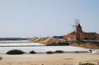 Saline Infersa e mulino a vento nella Riserva delle Isole dello Stagnone di Marsala - 25 maggio 2008  - Marsala (810 clic)