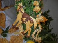 Cene di San Giuseppe - Altare di pani - esposizione di lavori artigianali effettuata dalla popolazione femminile della Casa Circondariale di Trapani - 15 marzo 2009   - Salemi (2229 clic)