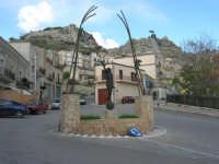 per le vie di Caltabellotta - monumento - 9 novembre 2008  - Caltabellotta (1080 clic)